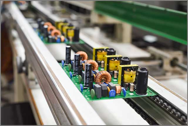 componentes eletrónicos colocados no PCB